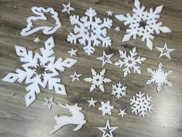 Комплект новогодних украшений - снежинки