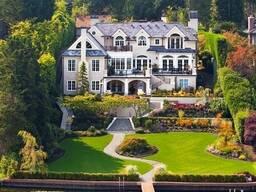 Красивый , оригинальный дом из декоративного кирпича, камня