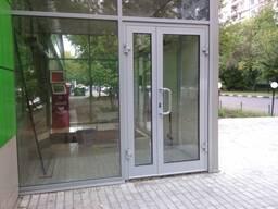 Монтаж входных дверей из алюминия