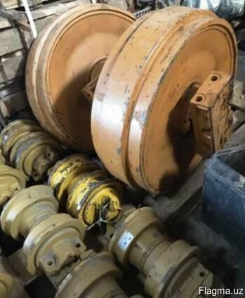 Направляющее колесо (ленивец) на Komatsu D275A-5(S)